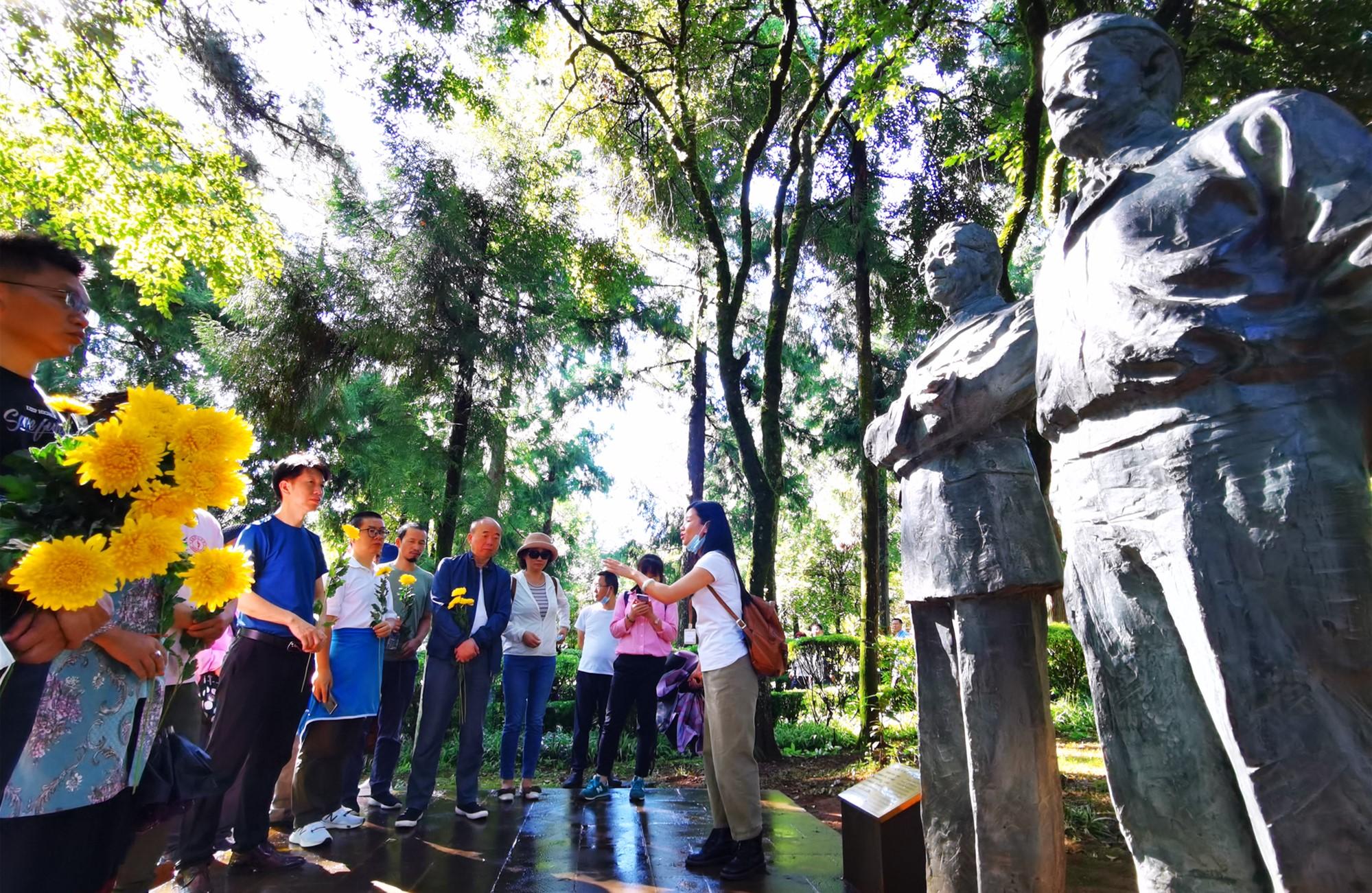 2020年8月,百人会远赴云南进行国情考察,拜谒中国远征军纪念馆