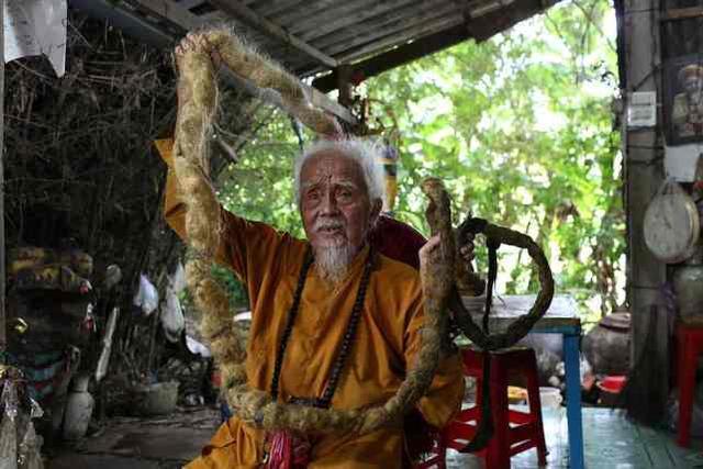越南92岁大爷80年未剪头发是怎么回事?什么情况?终于真相了,原来是这样!