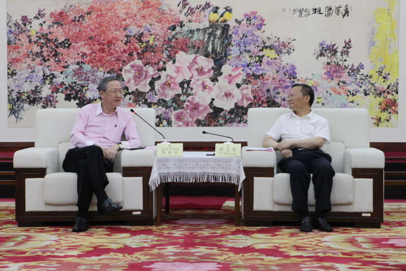 胡忠雄会见新加坡外交部兼社会及家庭发展部政务部长陈振泉一行