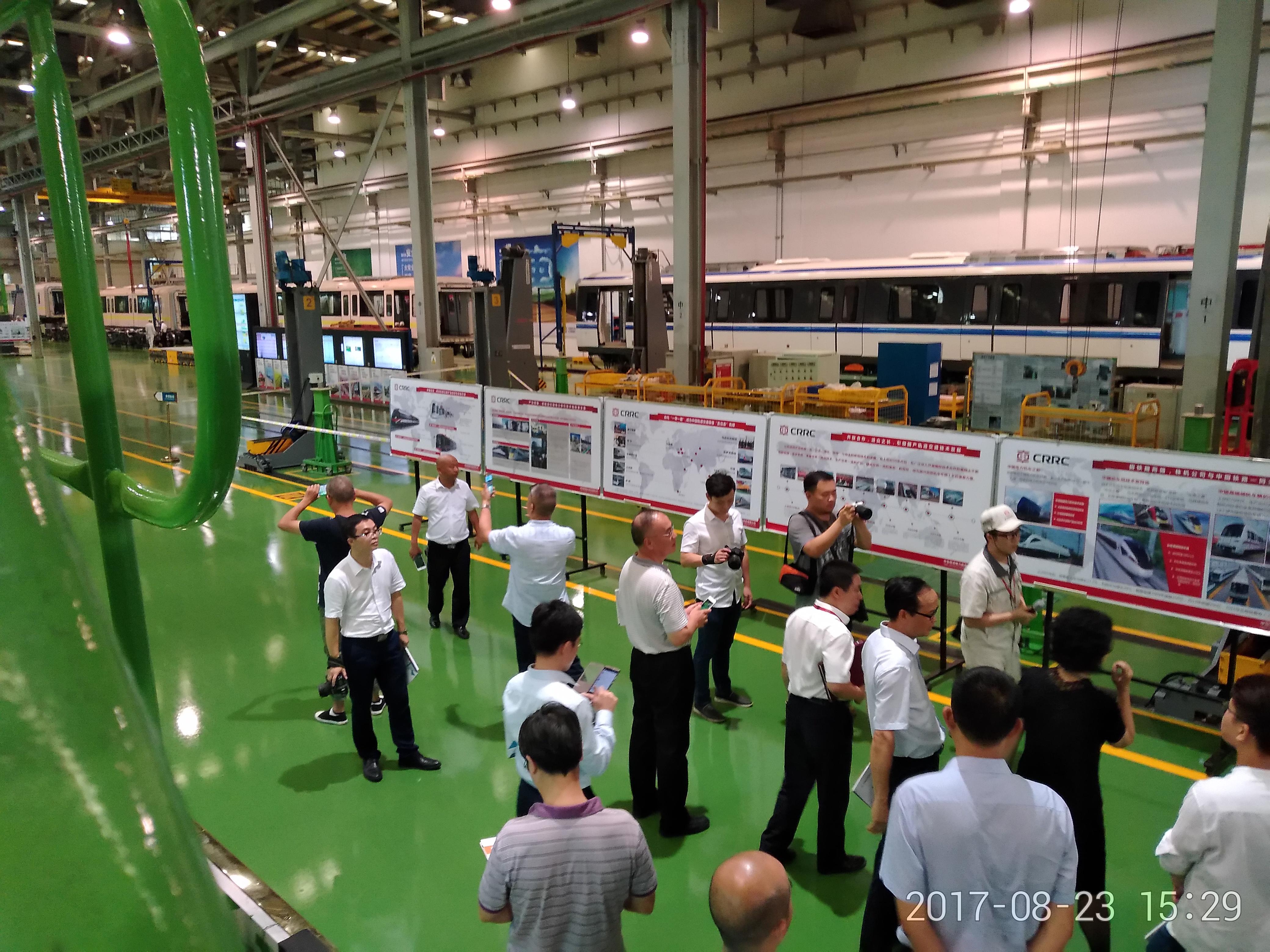 2017年8月,省委统战部组织新阶层人士参观访问株洲制造产业。