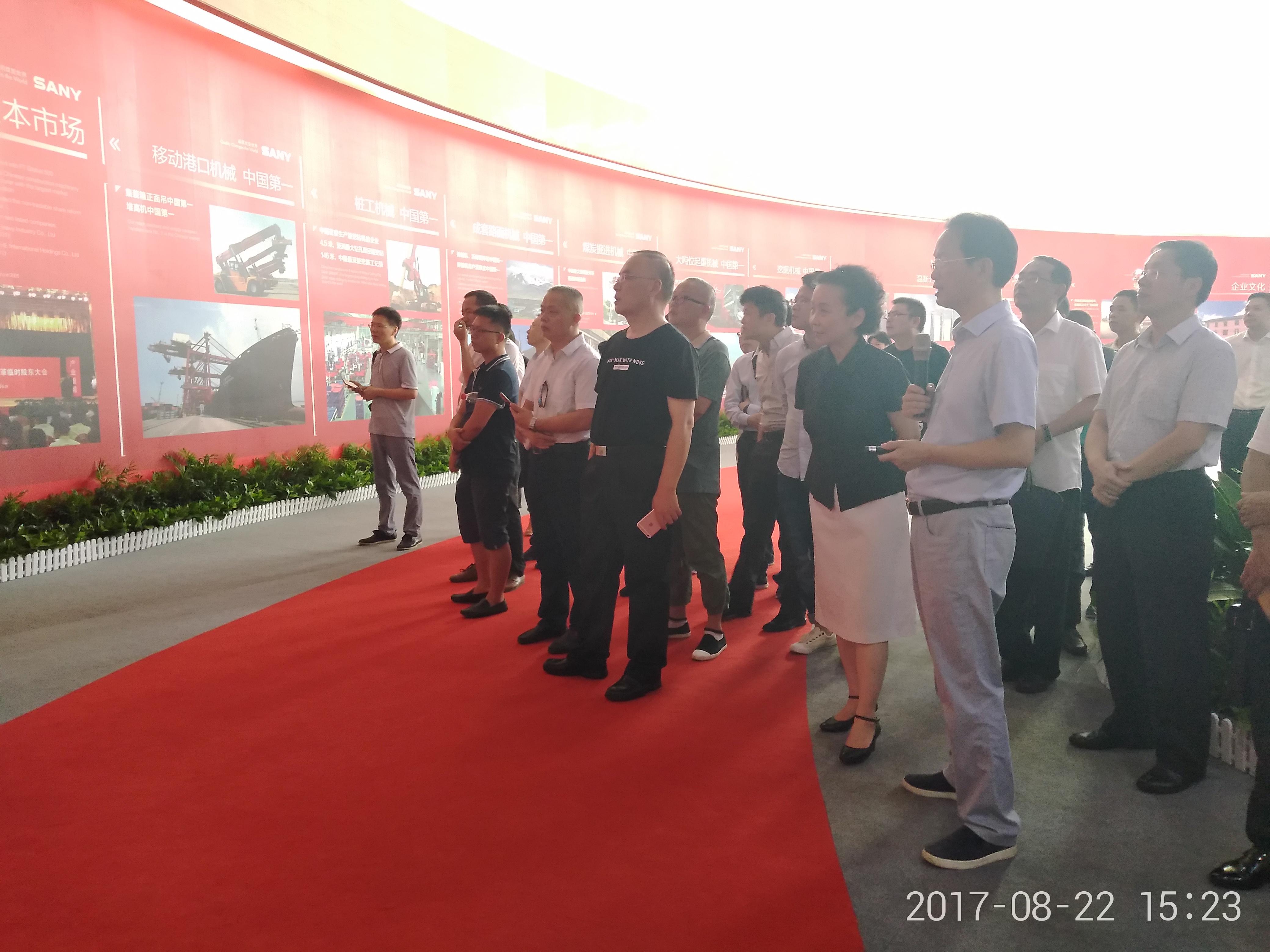 2017年8月,省委统战部组织新阶层人士参观访问长沙制造产业。